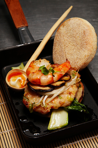 Chili Sauce「Asian style prawn burger with mushrooms and soy sprouts」:スマホ壁紙(13)