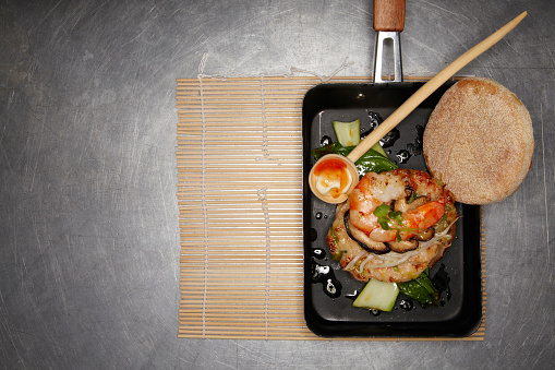 Chili Sauce「Asian style prawn burger with mushrooms and soy sprouts」:スマホ壁紙(1)