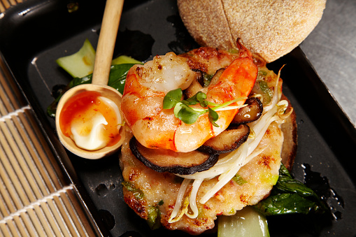 Chili Sauce「Asian style prawn burger with mushrooms and soy sprouts」:スマホ壁紙(18)