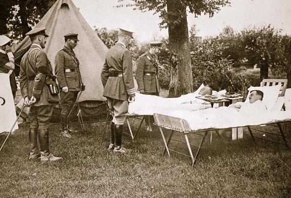 リラクゼーション「King George V Conversing With Wounded Officers France World War I 1916」:写真・画像(15)[壁紙.com]