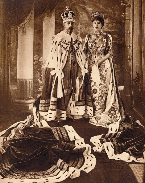 Delhi「King George V and Queen Mary crowned and robed for the Delhi Durbar」:写真・画像(16)[壁紙.com]