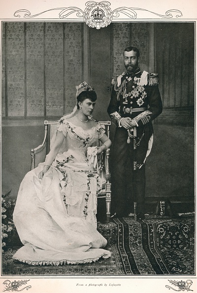 Wedding Dress「King George V and Queen Mary on their wedding day, 1893 (1911)」:写真・画像(6)[壁紙.com]