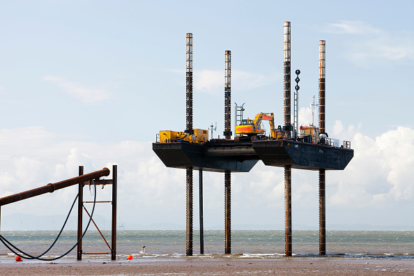 Construction Site「A jack up barge working on the foreshore of the Solway Firth near Workington, installing the power cable that will carry the electricity from the new Robin Rigg offshore wind farm in the Solway Firth. Robin Rigg is one of the largest wind farms in the UK」:写真・画像(7)[壁紙.com]