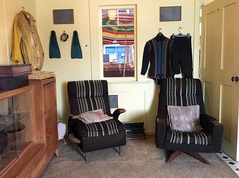 Chalet「Old Empty Living Room Furniture」:スマホ壁紙(5)