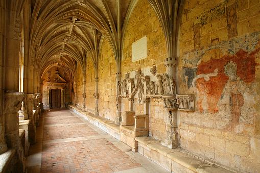 Abbey - Monastery「Cloister at Cadouin Abbey」:スマホ壁紙(16)