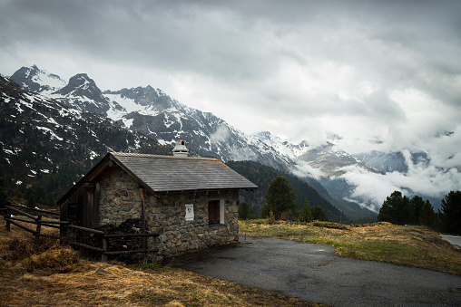 Graubunden Canton「Switzerland, Grisons, Mountain hut at Albula Pass」:スマホ壁紙(0)