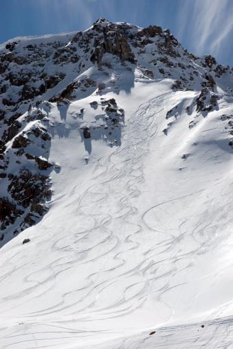 Arosa「Switzerland, Grisons, Arosa, skiing tracks in snow」:スマホ壁紙(17)
