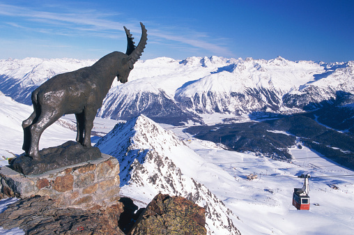 Ski Resort「Switzerland, Engadine Valley, St Moritz, ibex statue on Piz Nair」:スマホ壁紙(5)