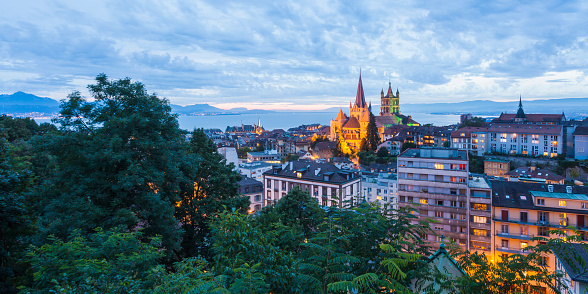 Vaud Canton「Switzerland, Lausanne, cityscape with cathedral Notre-Dame at dusk」:スマホ壁紙(16)