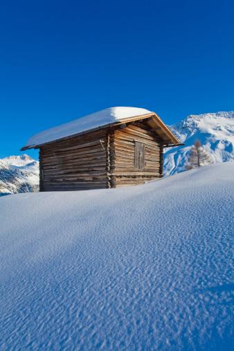 Ski Resort「Switzerland, View of hut in snow」:スマホ壁紙(17)