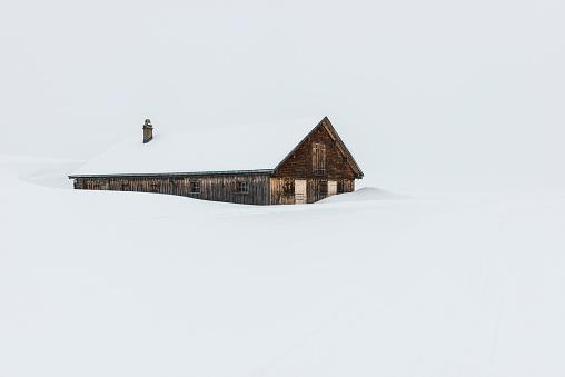 雪景色「Switzerland, Canton of St. Gallen, Alp near Toggenburg, alpine cabin in winter」:スマホ壁紙(8)