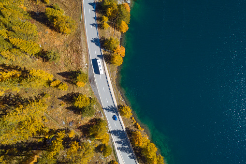 Engadin Valley「Switzerland, Canton of Grisons, Saint Moritz, Drone view of highway stretching along shore of Lake Sils in autumn」:スマホ壁紙(6)