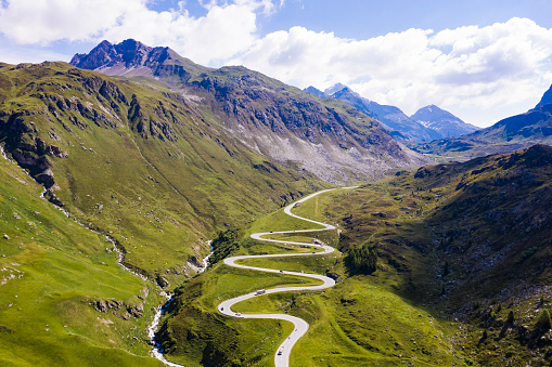 Hairpin Curve「Switzerland, Canton of Grisons, Arosa, Aerial view ofJulierPass in summer」:スマホ壁紙(9)