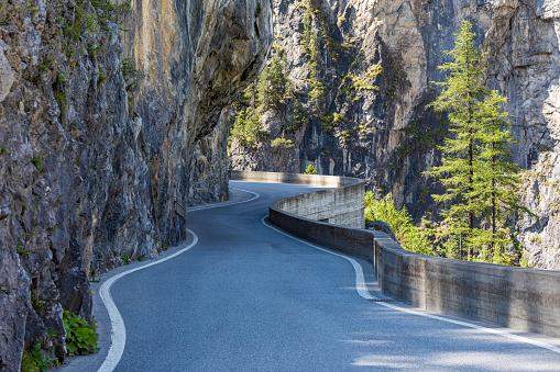 Winding Road「Switzerland, Canton of Grisons, WindingAlbulaPass road」:スマホ壁紙(9)
