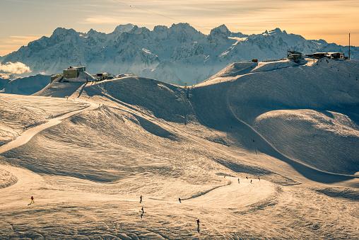 スノーボード「スイス連邦共和国のスキー日没」:スマホ壁紙(10)