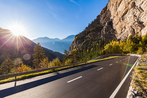 Mountain Road「Switzerland, Valais, mountain road near Leukerbad」:スマホ壁紙(16)