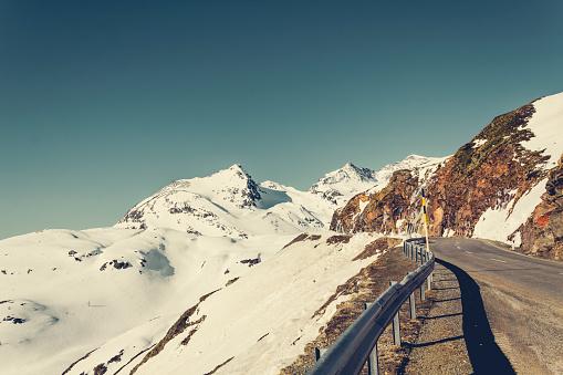 雪景色「Switzerland, Poschiavo, Bernina Pass in morning light」:スマホ壁紙(14)
