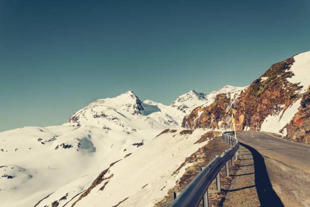 Switzerland, Poschiavo, Bernina Pass in morning light:スマホ壁紙(壁紙.com)