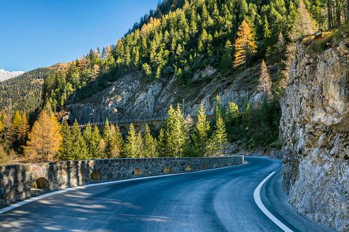 Winding Road「Switzerland, Grisons, Albula Valley, Albula Pass road」:スマホ壁紙(0)