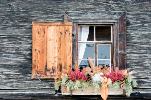 Arosa「Switzerland, Arosa, Window and flower box」:スマホ壁紙(18)