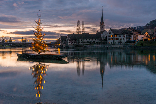 Switzerland「Switzerland, Canton of Schaffhausen, Stein am Rhein, Christmas tree on River Rhine」:スマホ壁紙(8)