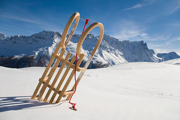 Switzerland, Graubuenden, Savognin, Winter scenery with sledge:スマホ壁紙(壁紙.com)