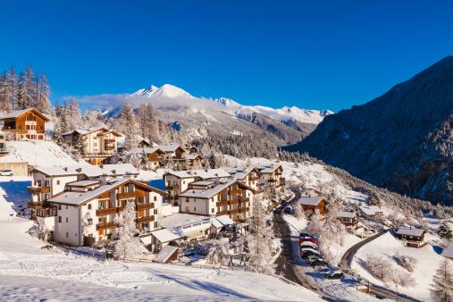 Chalet「Switzerland, Graubuenden, Savognin, chalets, holiday homes and hotels」:スマホ壁紙(3)