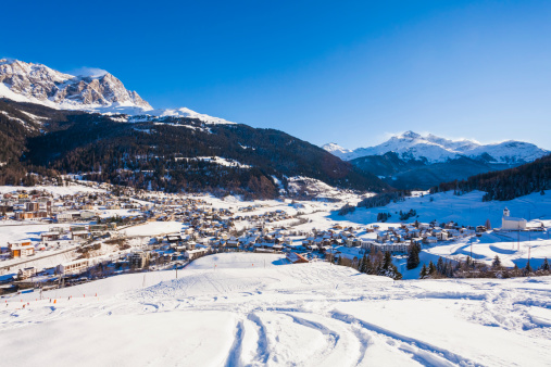 Ski Resort「Switzerland, Graubuenden, Savognin, skiing resort, ski tracks」:スマホ壁紙(15)