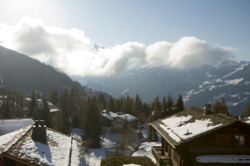 Ski Resort「Switzerland, Verbier, elevated view of town and mountains」:スマホ壁紙(16)