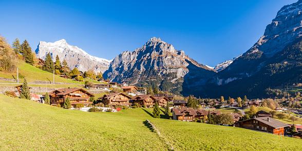 Chalet「Switzerland, Bern, Bernese Oberland, holiday resort Grindelwald, Wetterhorn, Schreckhorn, Eiger」:スマホ壁紙(13)