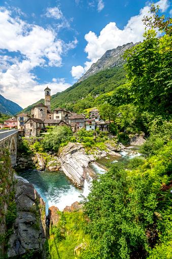 ティチーノ州「Switzerland, view of Lavertezzo village」:スマホ壁紙(11)