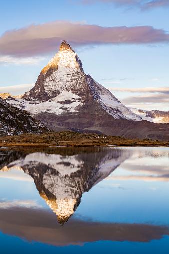 Pennine Alps「Switzerland, Valais, Zermatt, Matterhorn, Lake Riffelsee in the morning」:スマホ壁紙(19)
