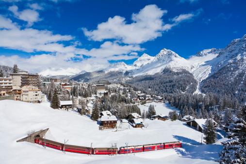 Arosa「Switzerland,Arosa, Rhaetian railway passing through snow」:スマホ壁紙(6)