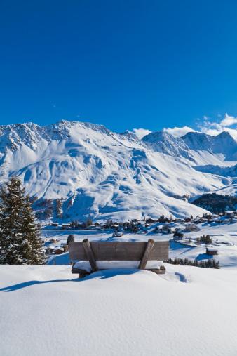 Arosa「Switzerland, View of bench in snow」:スマホ壁紙(11)