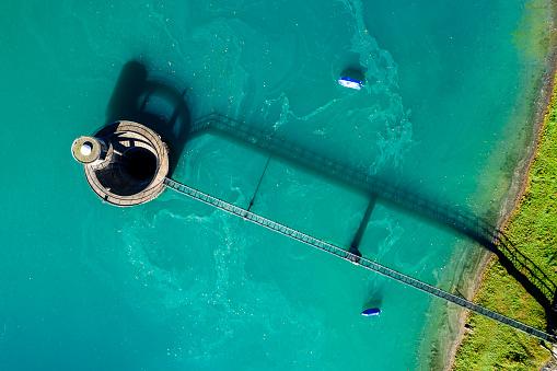 Footbridge「Switzerland, Canton of Glarus, Kloen Valley, Lake Kloentalersee, Aerial view of overflow」:スマホ壁紙(19)
