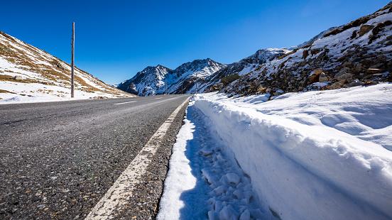 Engadin Valley「Switzerland, Engadin, Fluela pass road in autumn」:スマホ壁紙(8)