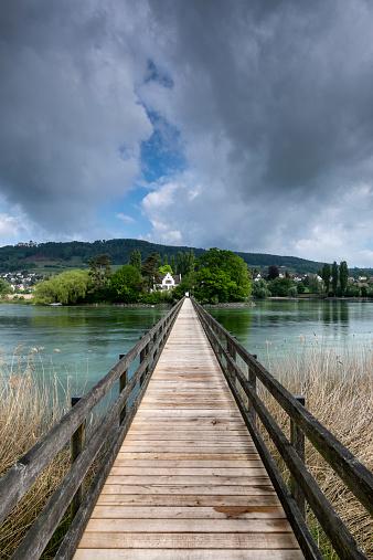 Thurgau「Switzerland, Thurgau, Eschenz, Wooden bridge, View over Rhine river to Island of Werd」:スマホ壁紙(6)