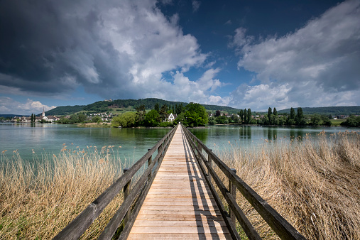 Thurgau「Switzerland, Thurgau, Eschenz, Wooden bridge, View over Rhine river to Island of Werd」:スマホ壁紙(3)
