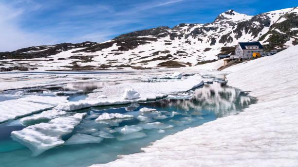 Switzerland, Valais, Bernese Alps, Lake Toten:スマホ壁紙(壁紙.com)