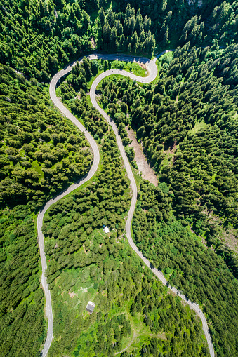 Hairpin Curve「Switzerland, Canton of Uri, Aerial view of Susten Pass」:スマホ壁紙(16)