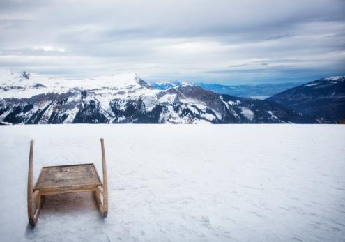 Sled「Switzerland, sled in Bernese Oberland, Swiss Alps」:スマホ壁紙(18)
