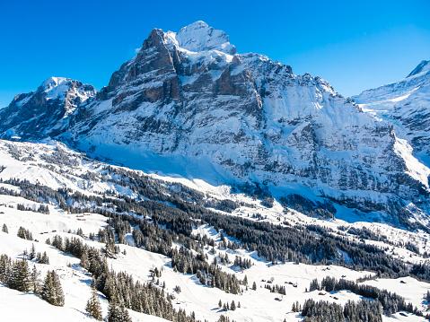 スキー場「Switzerland, Canton of Bern, Grindelwald, winter landscape with Wetterhorn」:スマホ壁紙(3)