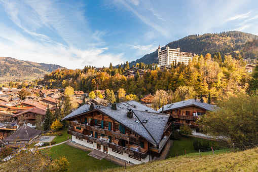 Chalet「Switzerland, Canton of Bern, Gstaad, townscape with Gstaad Palace Hotel」:スマホ壁紙(12)