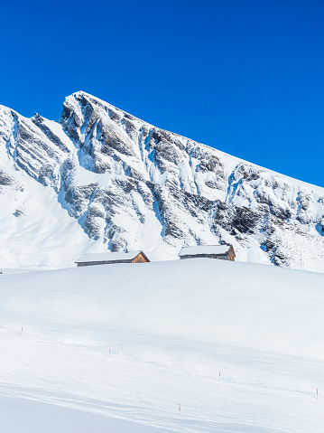 Ski Resort「Switzerland, Canton of Bern, Grindelwald, ski huts in front of First」:スマホ壁紙(12)