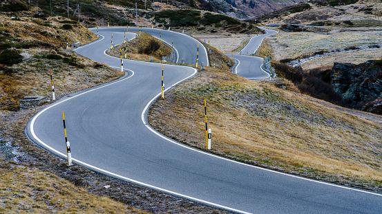 Winding Road「Switzerland, Canton of Graubuenden, Swiss Alps, San Bernardino Pass, Passo del San Bernardino」:スマホ壁紙(16)