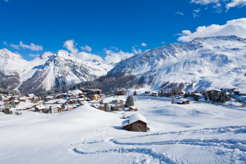 Ski Resort「Switzerland, View of mountains covered with snow at Arosa」:スマホ壁紙(17)