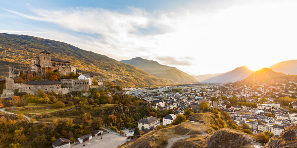 Vaud Canton「Switzerland, Canton Vaud, Sion, townscape with Notre-Dame de Valere at sunset」:スマホ壁紙(17)