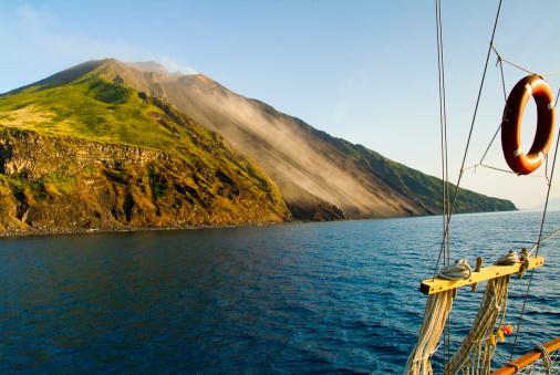 Stromboli Island「The volcano Sciara del Fuoco」:スマホ壁紙(12)