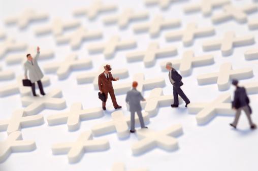 ミニチュア「'Business network, figurines on cross-shaped latic pieces'」:スマホ壁紙(15)