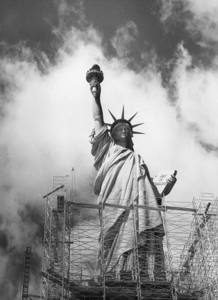Construction Industry「Repairing Liberty」:写真・画像(7)[壁紙.com]